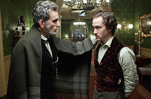 Daniel Day-Lewis as Lincoln and Joseph Gordon-Levitt as Robert Lincoln