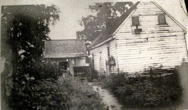 Tenement House on the Back Field of the Walsingham Plantation1906