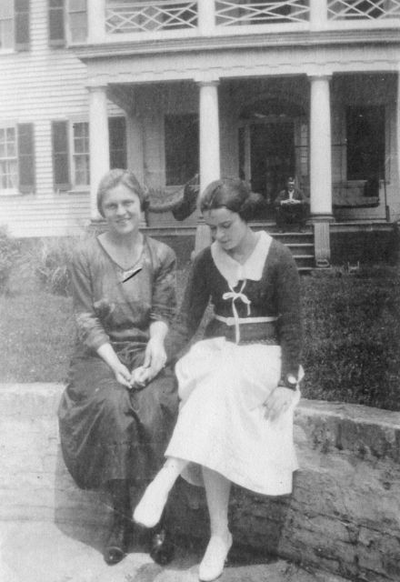 Nellie and Lucy on the Riverside of Belle Grove 1920s
