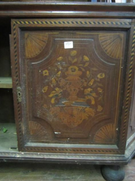 Inlay on the Dutch China Hutch... a least its too costly.. darn!