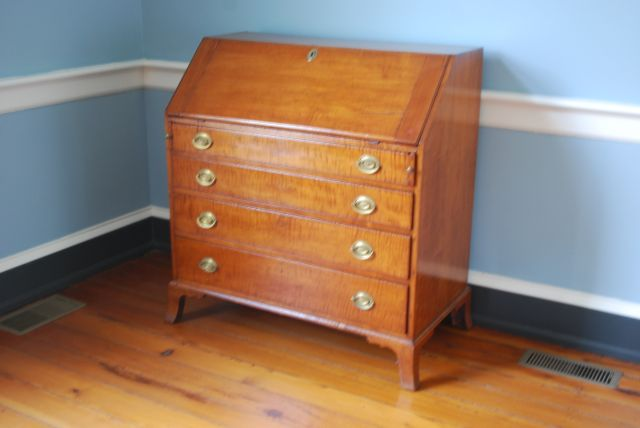 American Slant Top Desk or Plantation Desk. It looks just like the one Thomas Jefferson owned at Poplar Forest! If you want to stay in the same room this is going to be in, you will need to reserve the Conway Room.